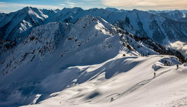 Spring heli skiing Revelstoke